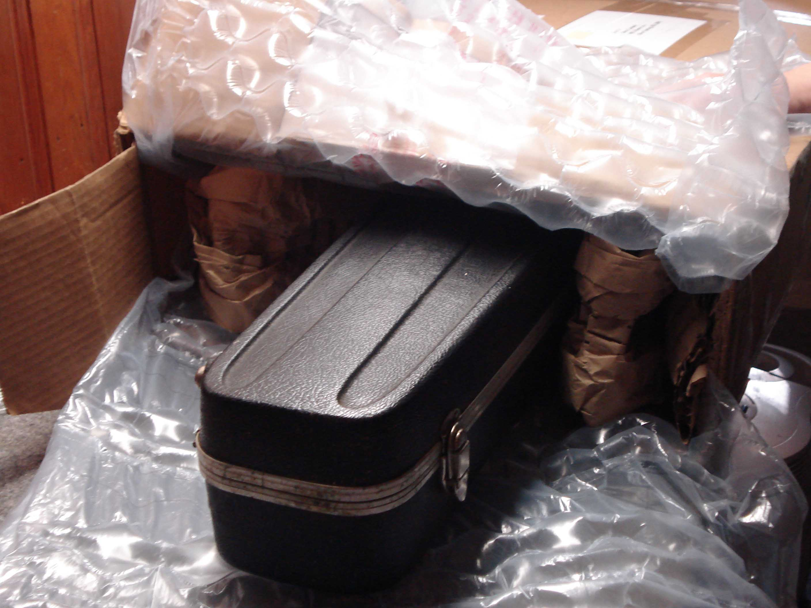 Guitar in box2